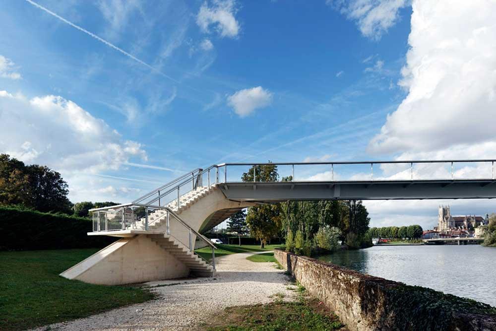 Passerelle à Meaux (France)